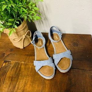 Toms Denim look mini wedge sandals size 6 Youth